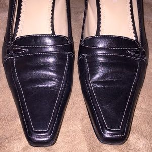 "Naturalizer Sz 7.5 blk leather 2.25"" heels"